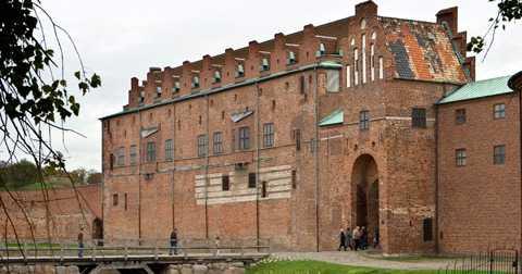 Stölden – en gåta Ingen vet hur tavlorna har kunnat stjälas från Malmö konstmuseum. Museichefen Göran Christensson blev chockad när han fick nyheten.