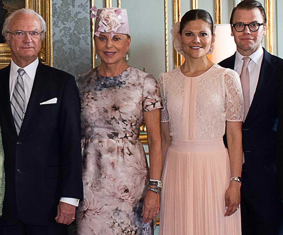 Kungen, Eva O'Neill, kronprinsessan Victoria och prins Daniel.