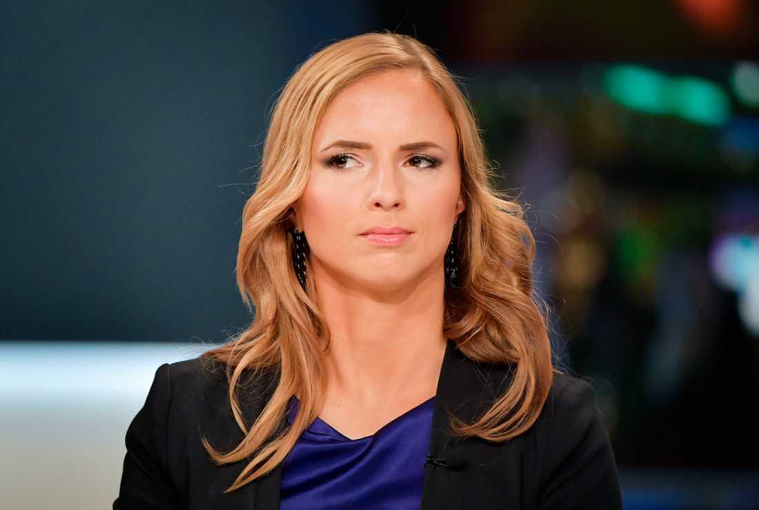"""Sara Skyttedal kallade folk som inte vill flyga för """"dumpuckon""""· Nu berättar hon i förbigående att hon hade feber när hon valde ordet."""