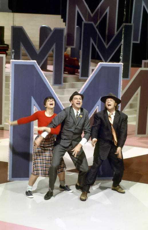 """prisbelönt program Första gången som """"Fem myror är fler än fyra elefanter"""" syntes i tv-rutan var 1973. Eva Remaeus, Magnus Härenstam och Brasse Brännström bjöd på utbildning och underhållning."""
