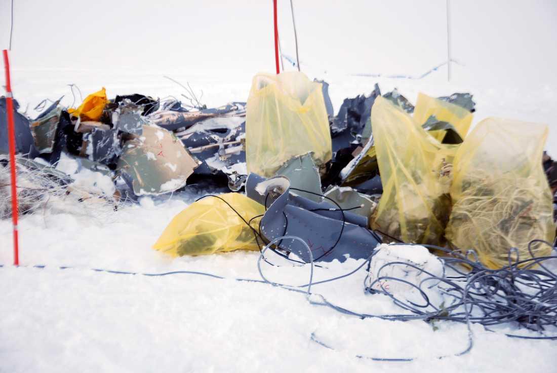 Delar från det Herculesplan som kraschade i mars 2012. Fem norska militärer omkom i olyckan. Arkivbild.