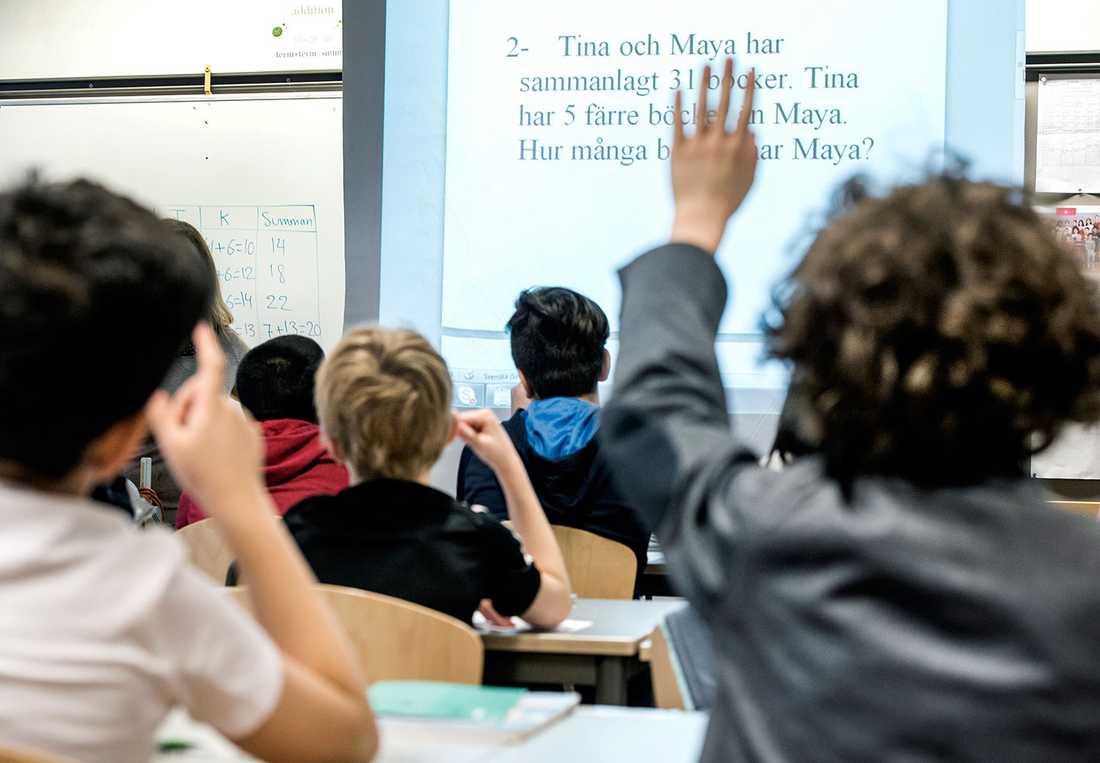 Barn som tvingas in i religiösa skolor riskerar att bli både socialt och mentalt handikappade för livet, skriver Jan Guillou.