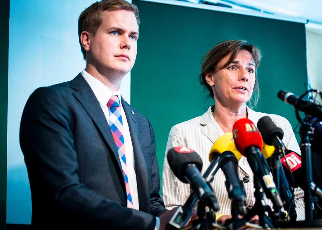 Tunga siffror för Gustav Fridolin och Isabella Lövin i ny mätning från Aftonbladet/Inizio.