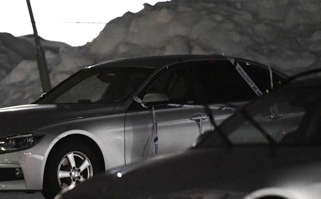 46-åringen låg död i bagageutrymmet på sin egen bil.