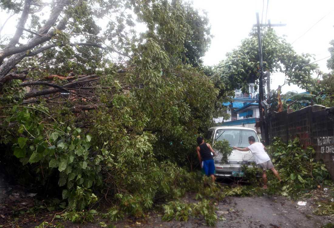 Tyfonen har redan orsakat stor förstörelse.