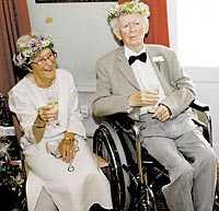 Lyckligt nygifta Bengt Hjelmqvist,100, gifte sig i måndags med Ansa Borck, 85.