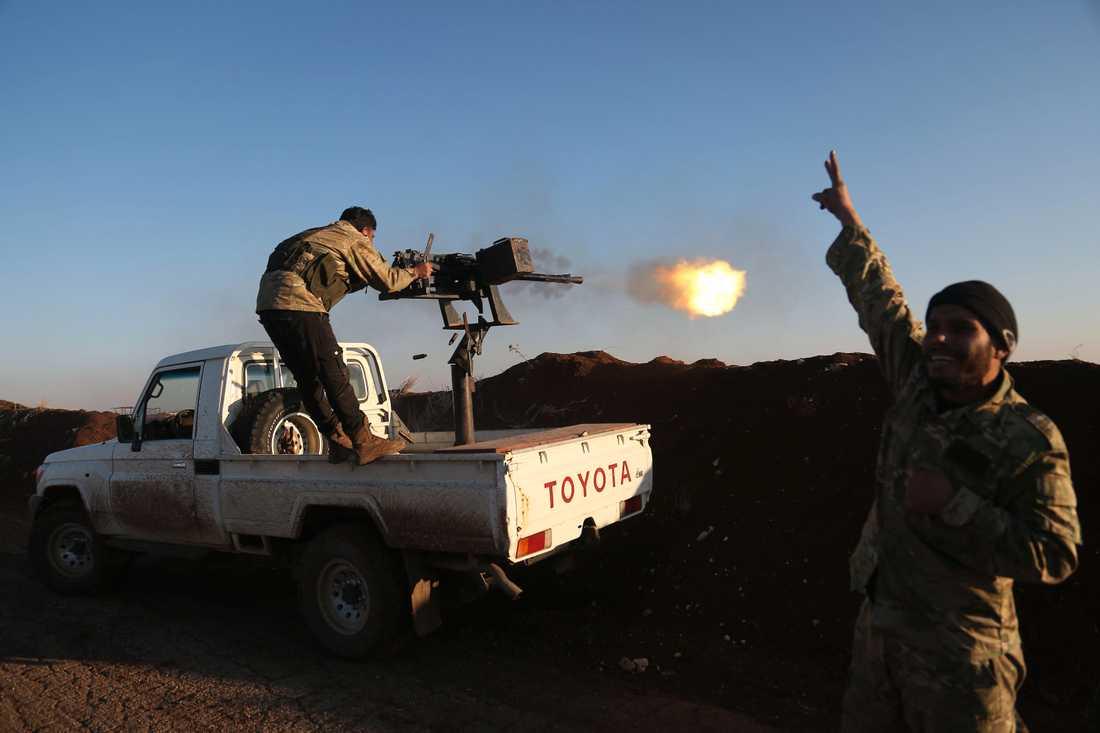 Turkiska styrkor beskjuter Afrinregionen i Syrien.