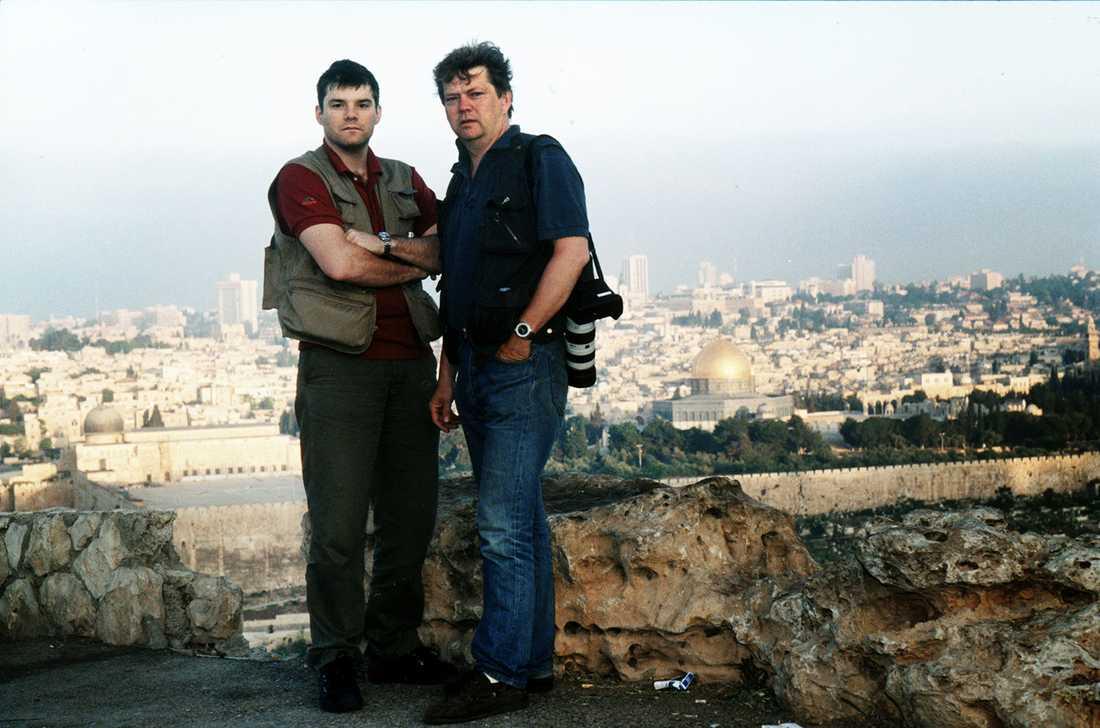 Jan Helin var i flera år reporter. Här är han ute på jobb i Israel tillsammans med fotografen Urban Andersson.