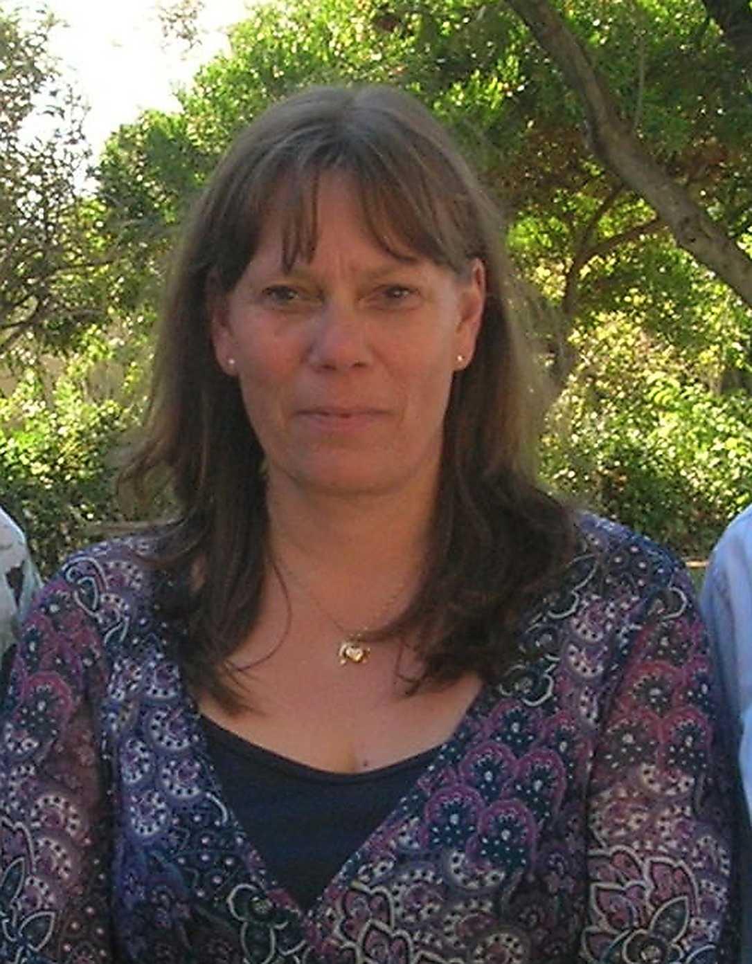Laila Säfström, 49, vill ta sig hem till Sverige men vågar inte åka till flygplatsen.