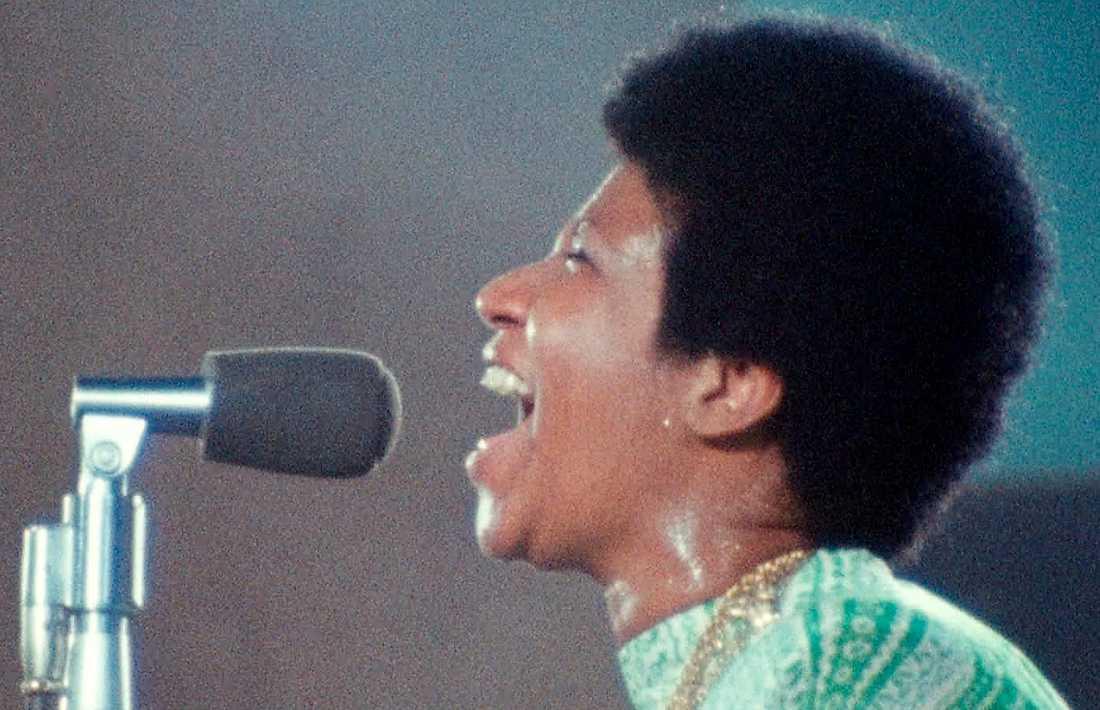 """Aretha Franklin är magisk i """"Amazing grace"""", konsertfilmen som på grund av tekniska problem fått vänta 47 år på sin premiär."""