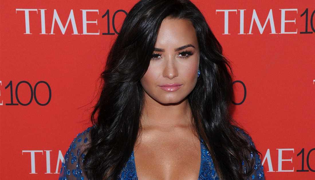 Demi Lovato uttrycker sitt stöd för offren.