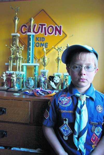 SYNAD SEDAN HAN VAR TVÅ ÅR Varje gång Michael Hicks, 8, ska sätta sin fot på ett flygplan utsätts han för extra visitationer.
