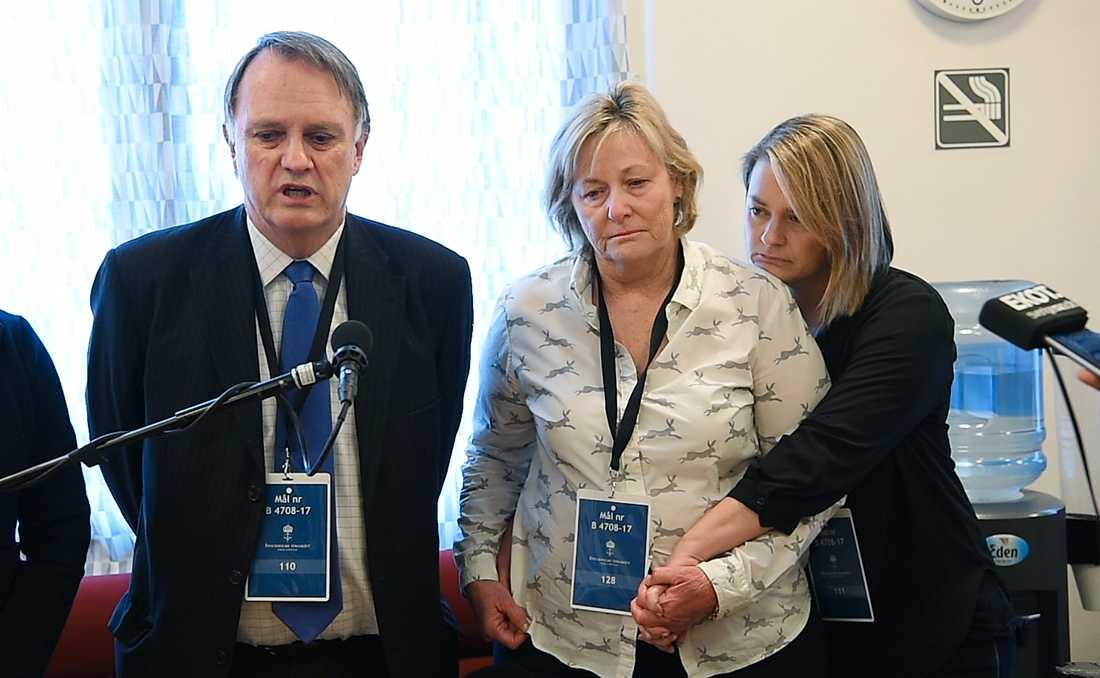 Chris Benvingtons föräldrar och syster berättar om sorgen.