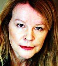 Debattören Elise Claeson hyllar hemmafrun.