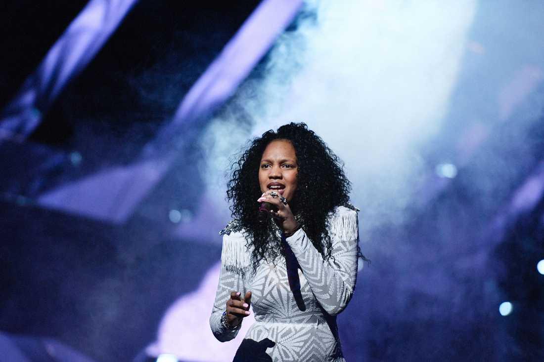 Etzia i Melodifestivalen 2017.