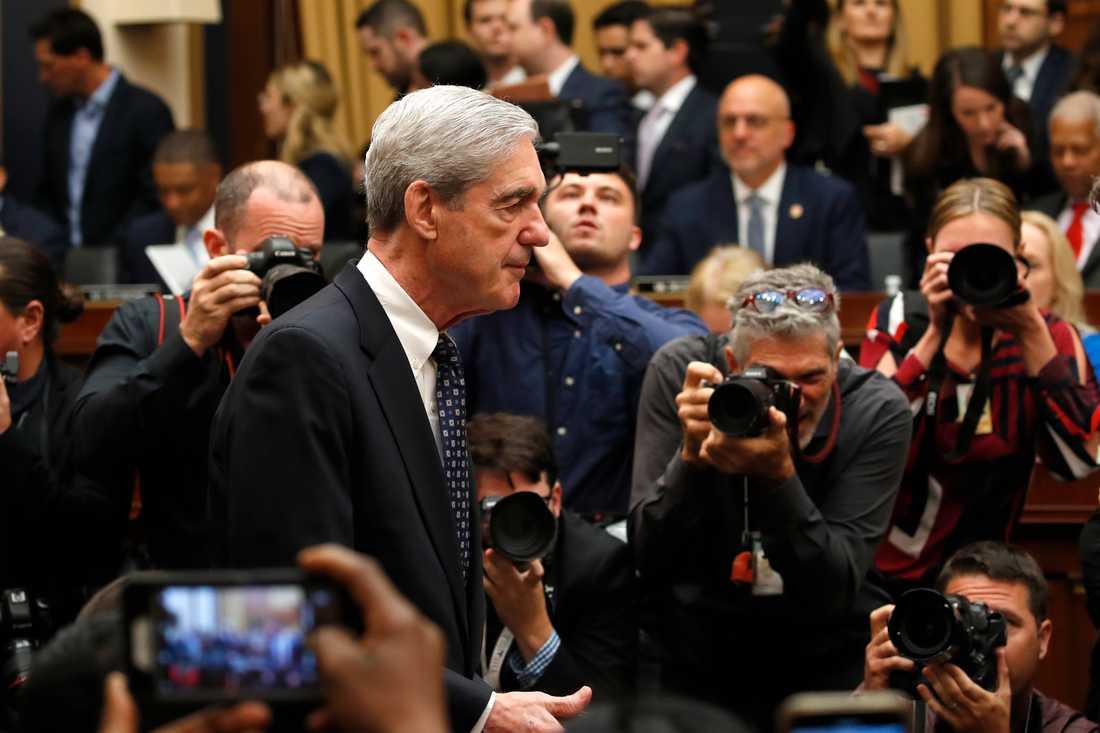 Rysslandsutredaren Robert Mueller anländer till utfrågningen i representanthusets justitieutskott.