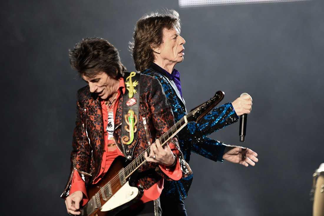 Ron Wood och Mick Jagger under Stones spelning i Stockholm 2017.