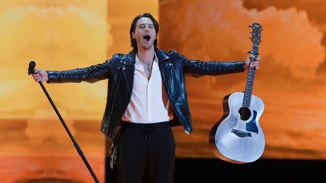 Från första semifinalen i Eurovision, där svenske Victor Crone tog Estland till final.