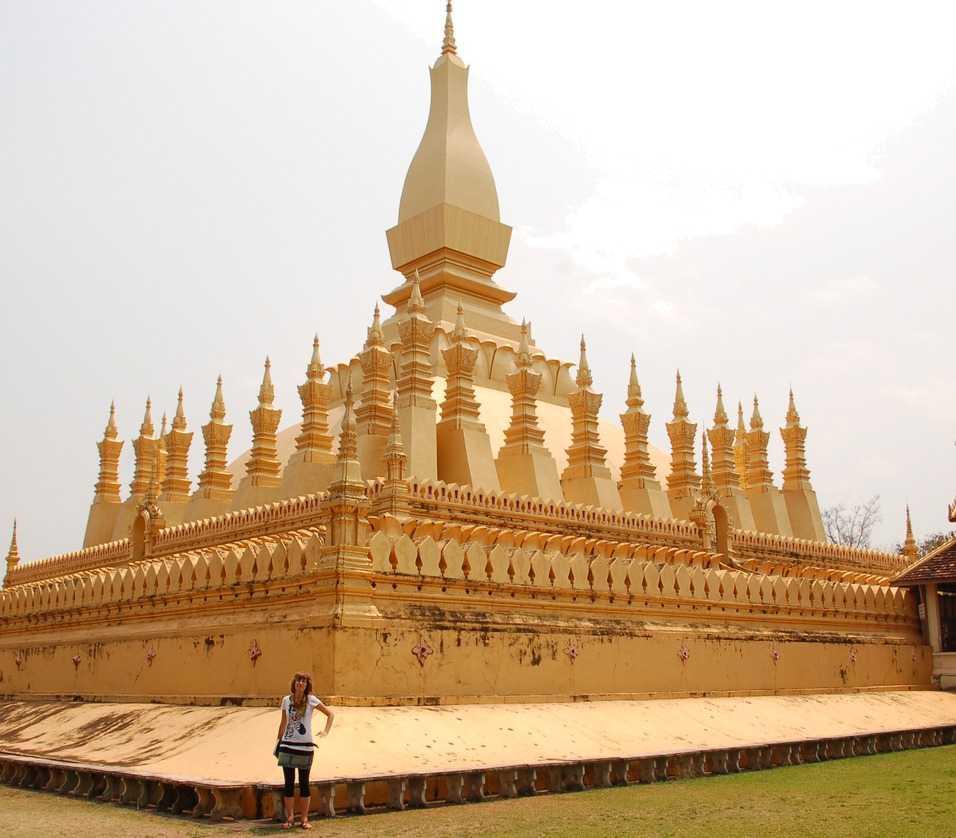 Pha That Luang. Den gyllene stupan från 1500-talet är en av de populäraste sevärdheterna i Vientiane.