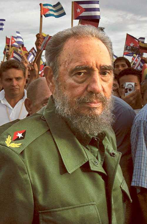 Överlevaren ger upp Fidel Castro kastar in handuken efter nästan 50 år vid makten. Han har överlevt 734 mordförsökt. Tio amerikanska presidenter har gjort allt för att få bort honom, CIA har till och med försökt förgifta hans cigarrer. Men till slut var det sjukdomen som besegrade den gamle kämpen.
