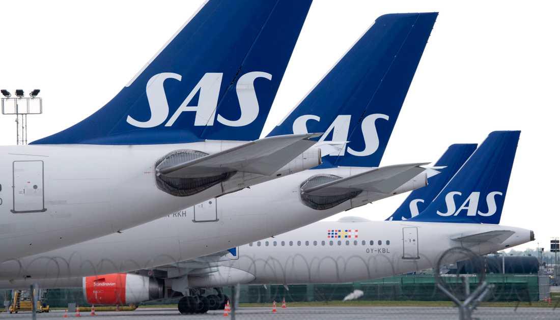 SAS ställer in flyg och drar in på avgångar efter coronautbrottet.
