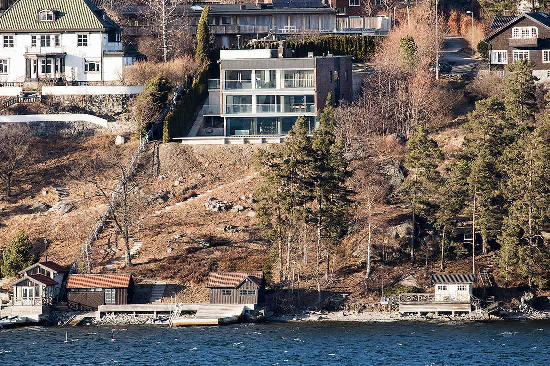 Alexander Ernstberger köpte i november förra året Sveriges dyraste villa på Lidingö. Det 253 kvadratmeter stora huset med egen brygga kostade 50 miljoner kronor.