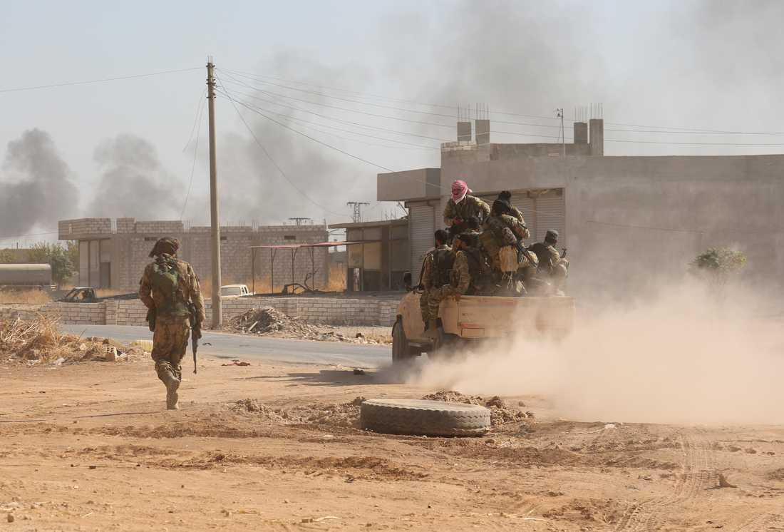 Turkietstödda syriska rebeller intar staden Ras al-Ain på lördagen.