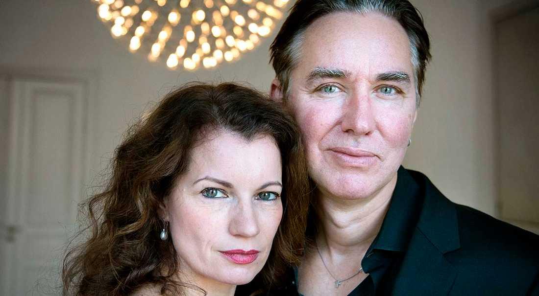 Alexandra och Alexander Ahndoril finns bakom pseudonymen Lars Kepler.
