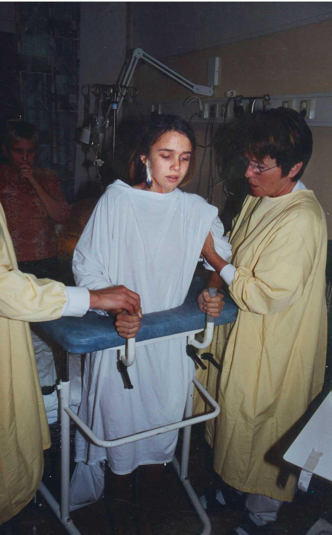 ÅR 2002: Linda, 12, efter sin första steloperation.