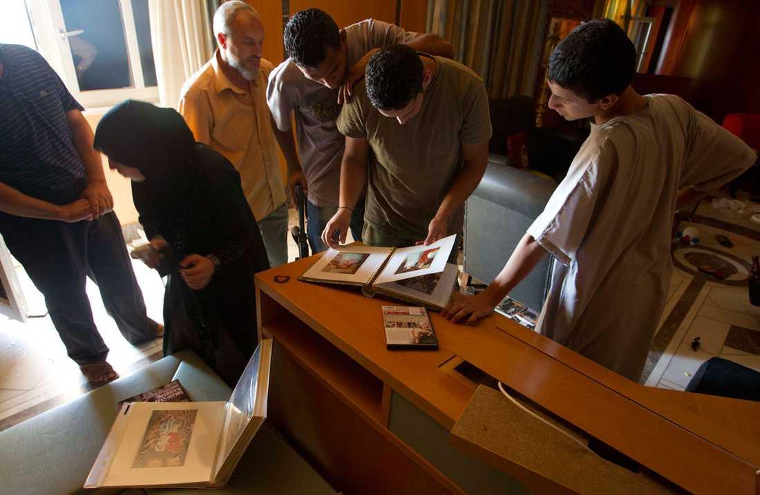 Fotoalbum i Aisha Gaddafis hem.