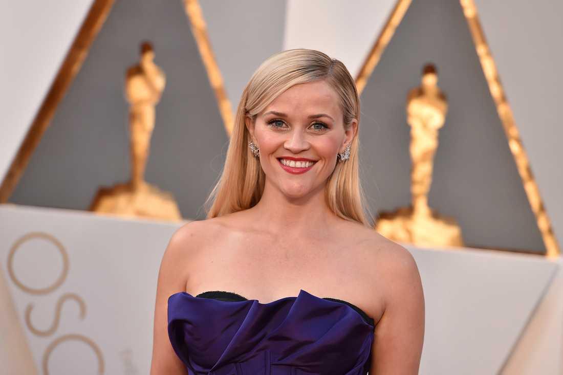 Reese Witherspoon är en av de som sörjer designerns tragiska bortgång.