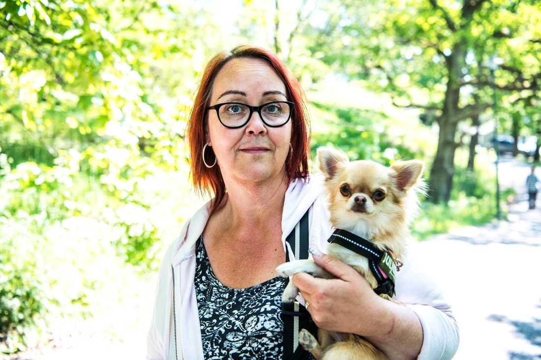 Karin Eriksson och sin lilla glädjespridare.