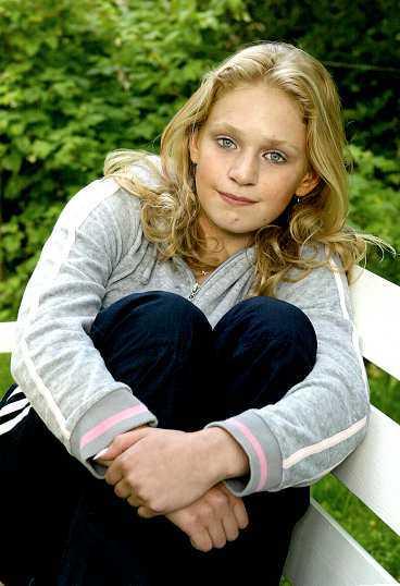 SKADAD i armen Pernilla Henstam, 14, skadades i armen när hon attackerades av järnspettsmannen. Nu ska hon vittna i rättegången.