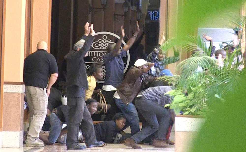 Civila evakueras ur Westgate.