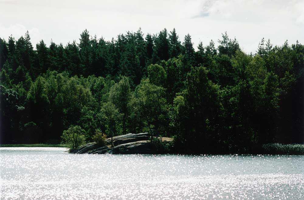 Klippan vid Ingetorpssjön, där fyra ungdomar 1995 lämnade John Hron att drunkna efter att de misshandlat honom.