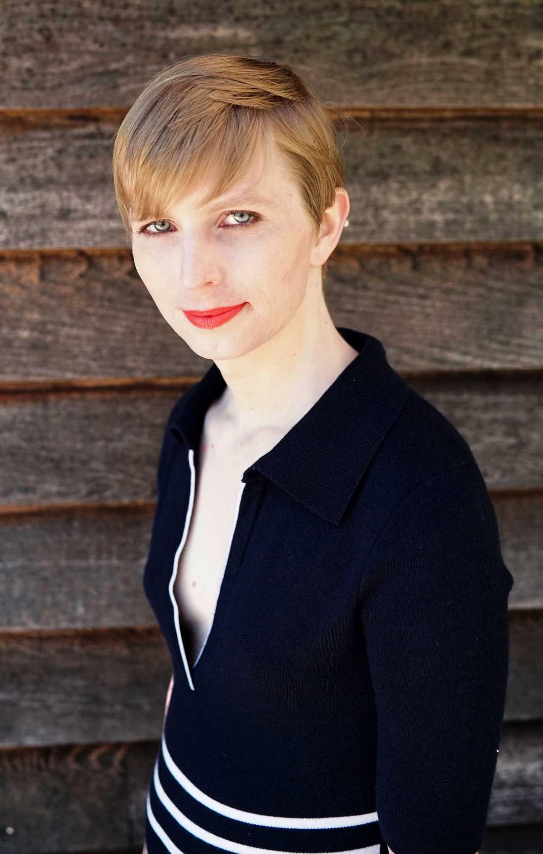 Chelsea Manning visar upp sitt nya jag via sociala medier.