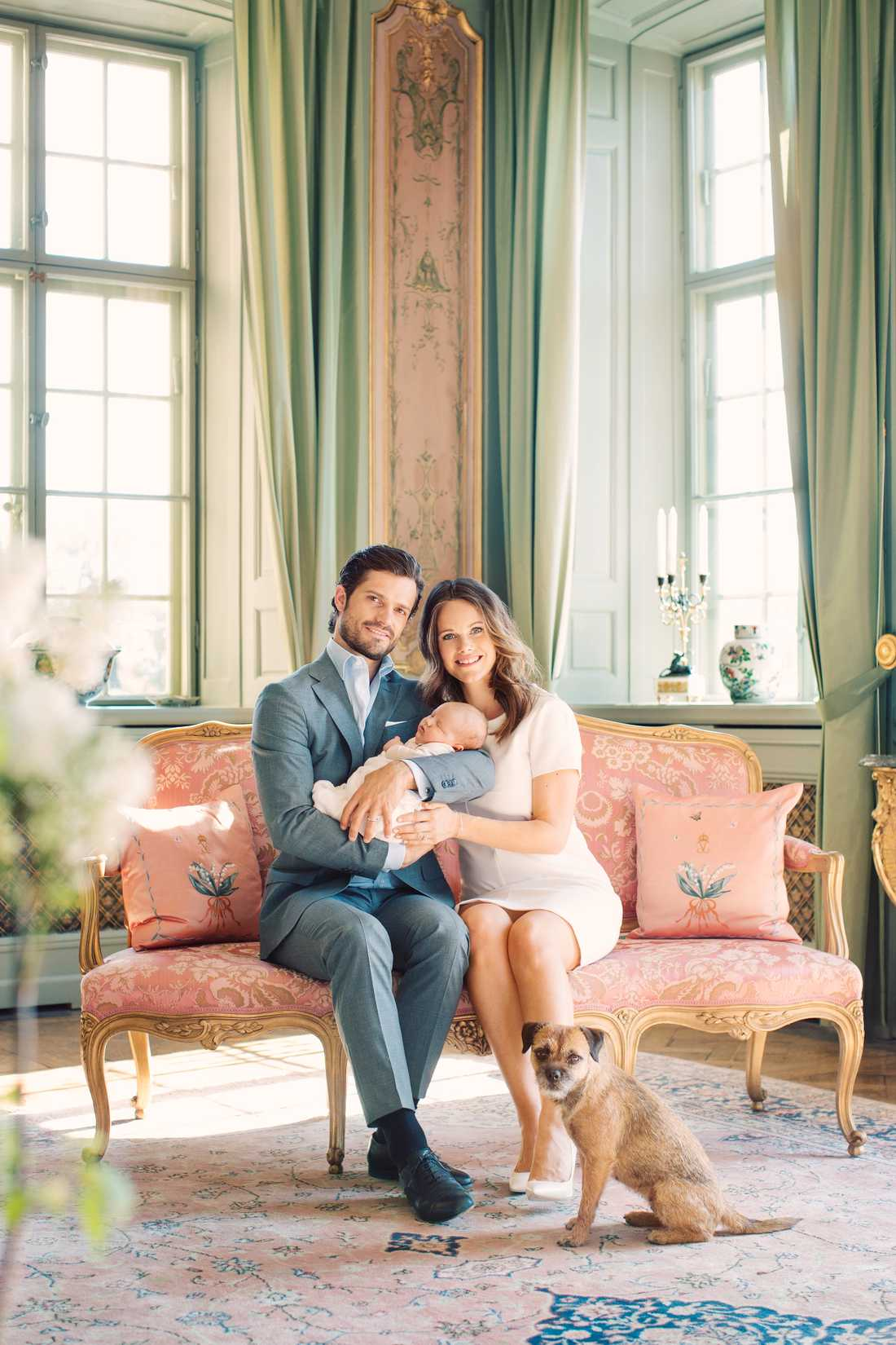 Carl Philip och Sofia med prins Alexander.