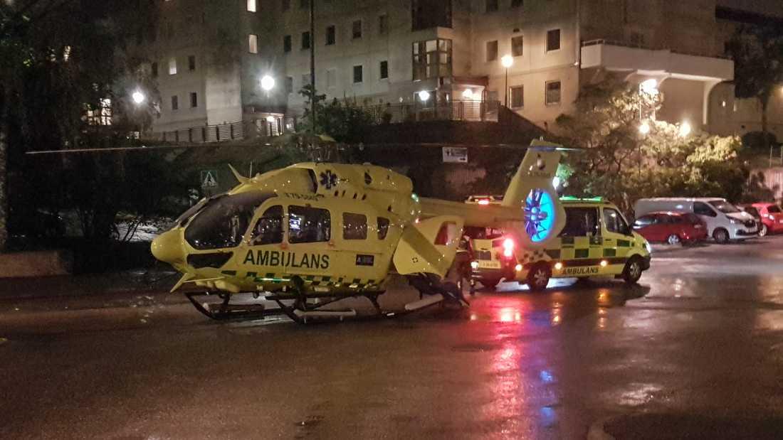 Ambulanshelikopter på plats i Brandbergen.