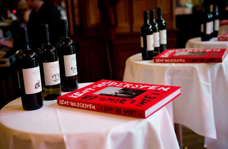 Kents vin och Kents bok.