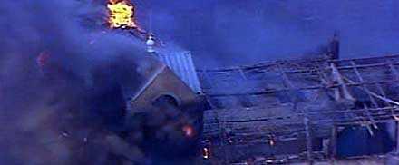 Ett sjukhus i London började brinna och patienter fick börja evakueras.