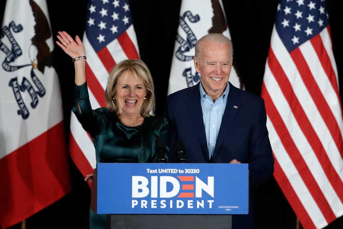 Den demokratiska presidentkandidaten Joe Biden och hans fru Jill Biden mötte väljarna i Iowa med breda leenden. Men Biden verkar ha gjort ett riktigt dåligt val.