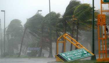 Orkanen Wilma drabbade Mexiko och semesterorten Cancun med vindhastigheter upp till 64 meter per sekund.