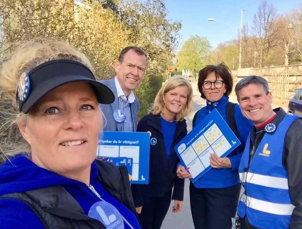 """""""Vi är väldigt aktiva lokalt"""", säger Hanna Wistrand, här med Martin Ängeby, Louise Minnhagen, Carina Wellenius och Björn Ljung. Samtliga är fritidspolitiker i Liberalerna Bromma."""