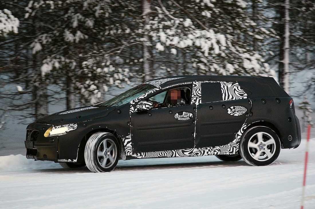 V40 – EN BLANDNING Här är nya spionbilderna på Volvos V40. Bilen ska visas upp först nästa år.