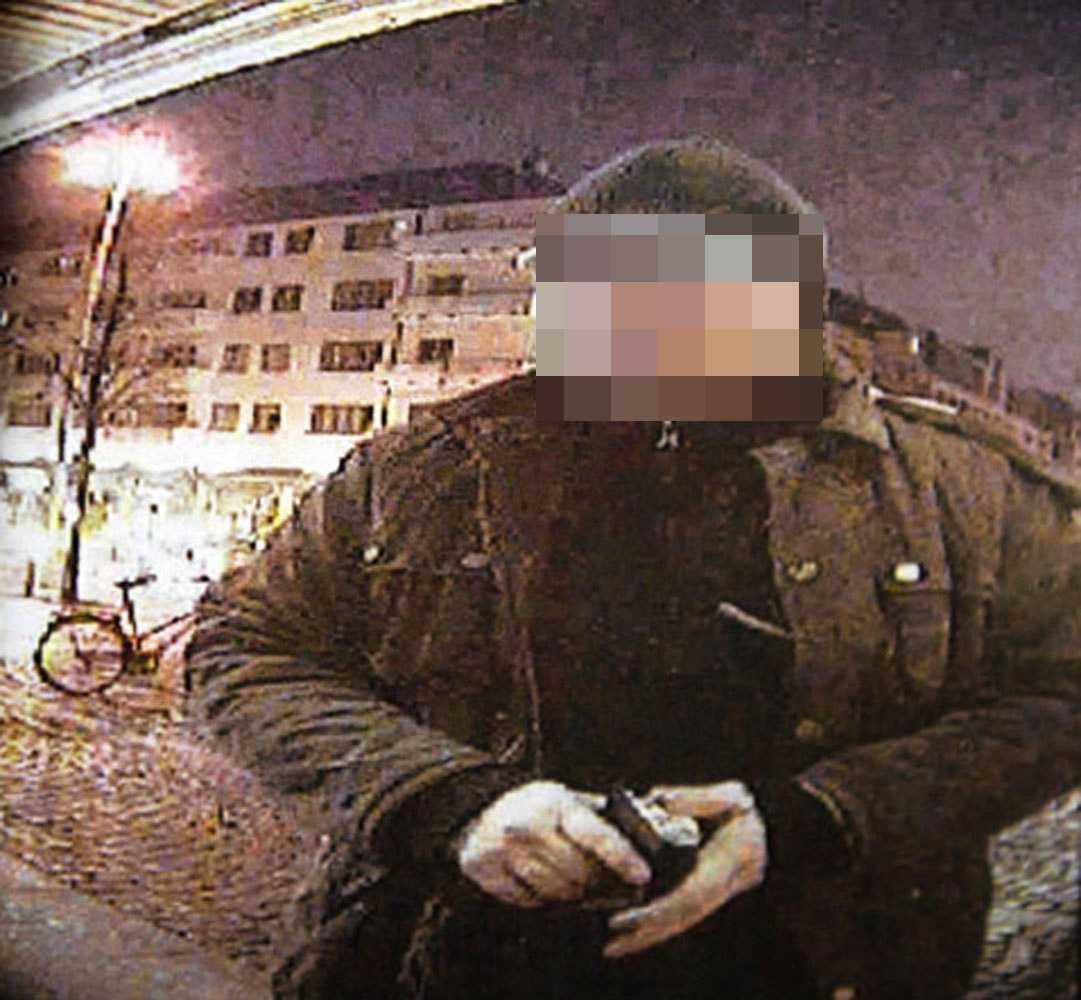 Bedragarnas falska kortläsare och kamera hämtas på kvällen.
