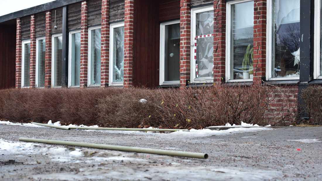 28 fönsterrutor krossade på brandkärrsskolan i Nyköping.