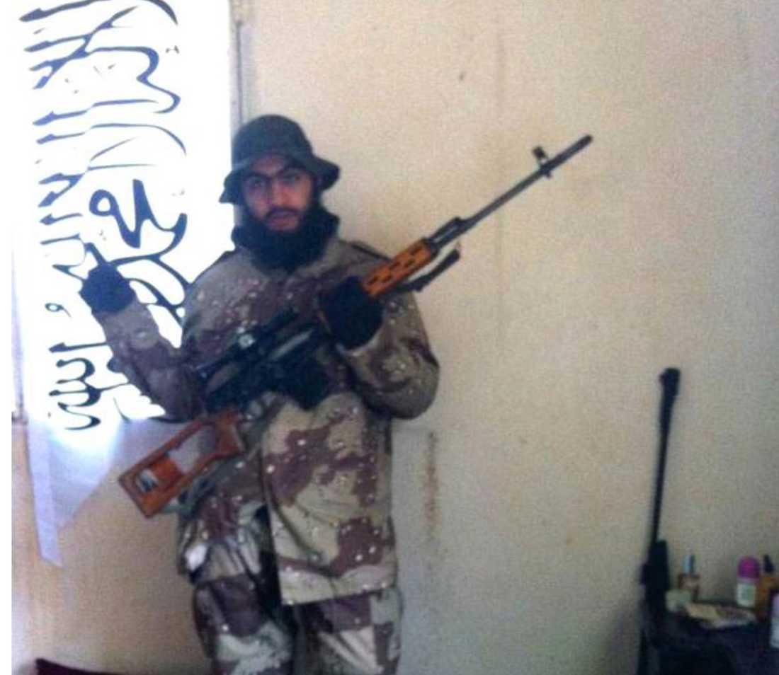 Hassan Mostafa Al-Mandlawi döms också till livstids fängelse för samma brott.