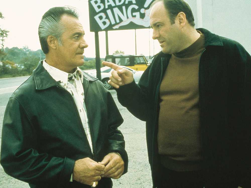 James Gandolfini med den något irriterande karaktären underbossen Paulie, spelad av Tony Sirico.