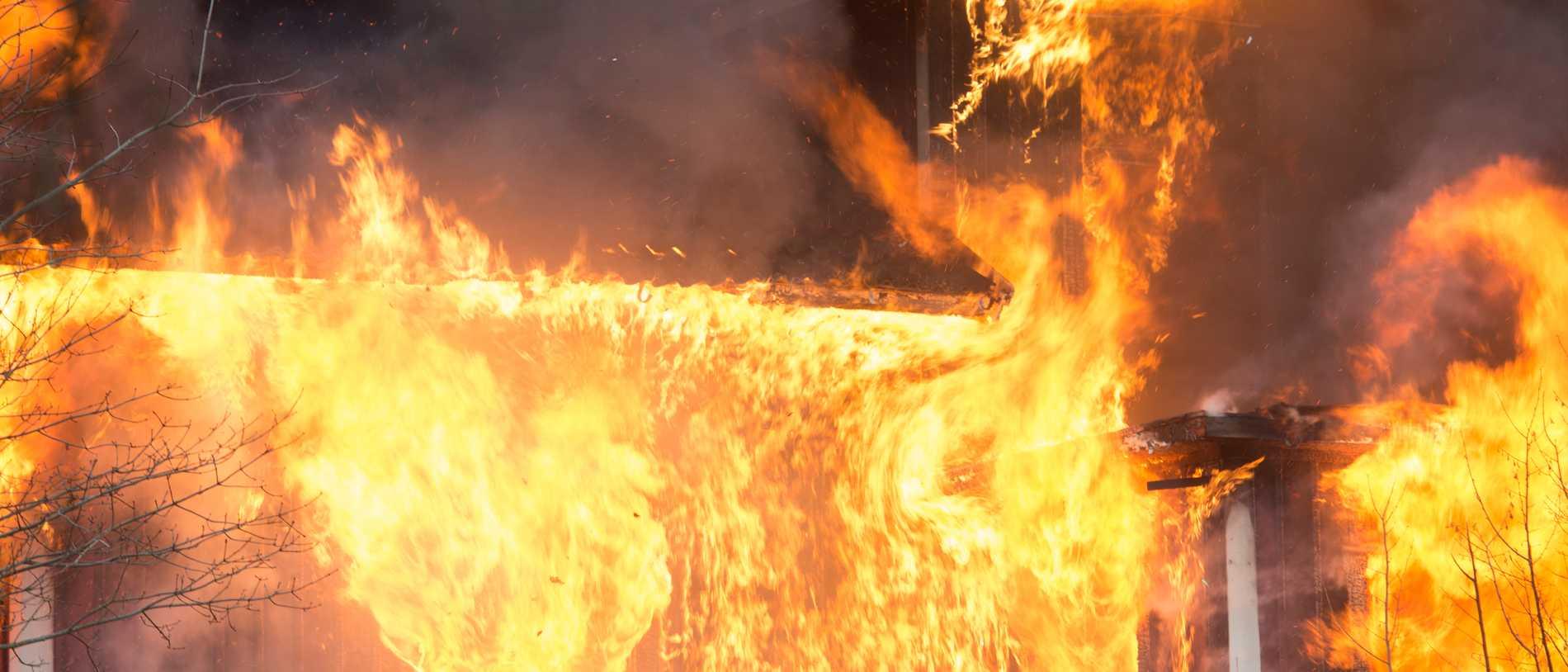 Hundratal kor innebrända i ladugård