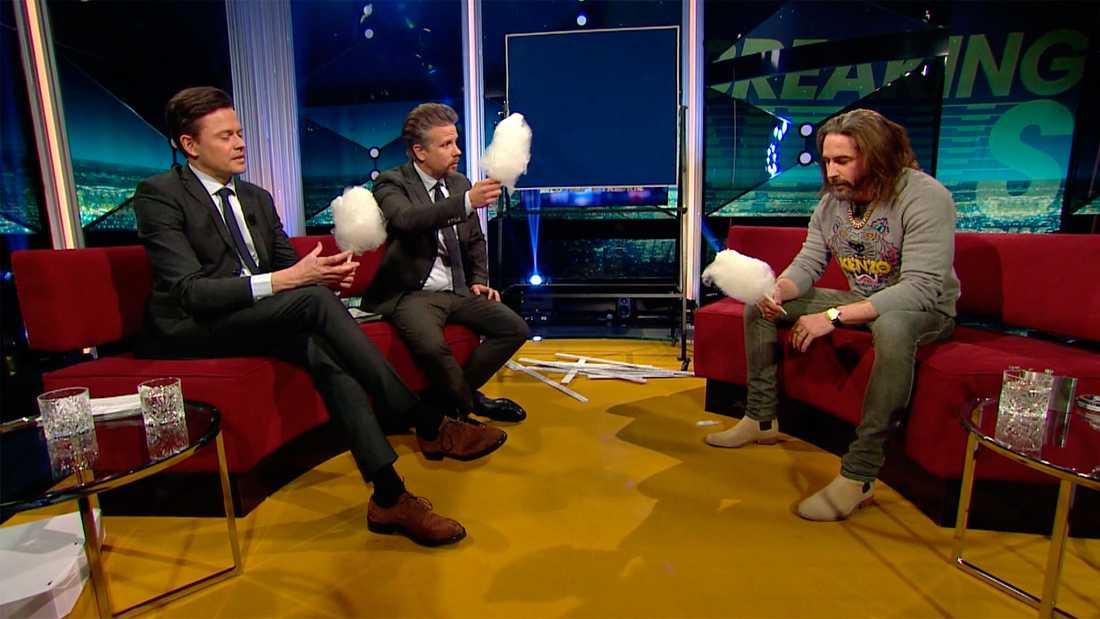 Filip & Fredrik utmanar Ola Rapce i att äta sockervadd.